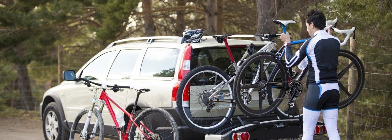 Auto met fietsendrager